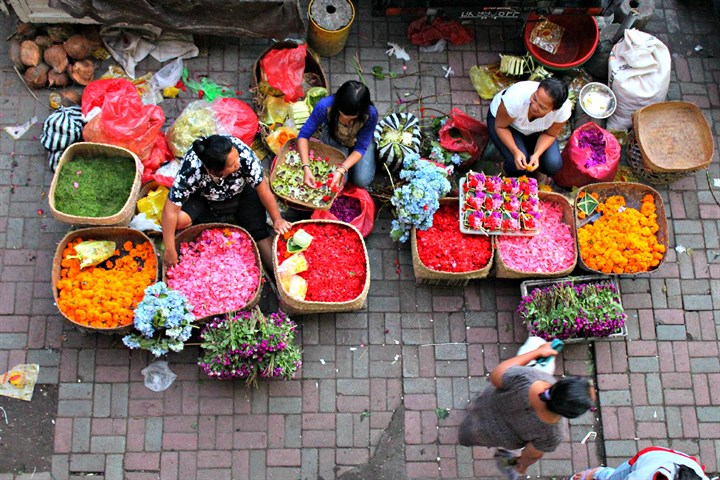 ubud_morning_market_flower_sellers_720x480